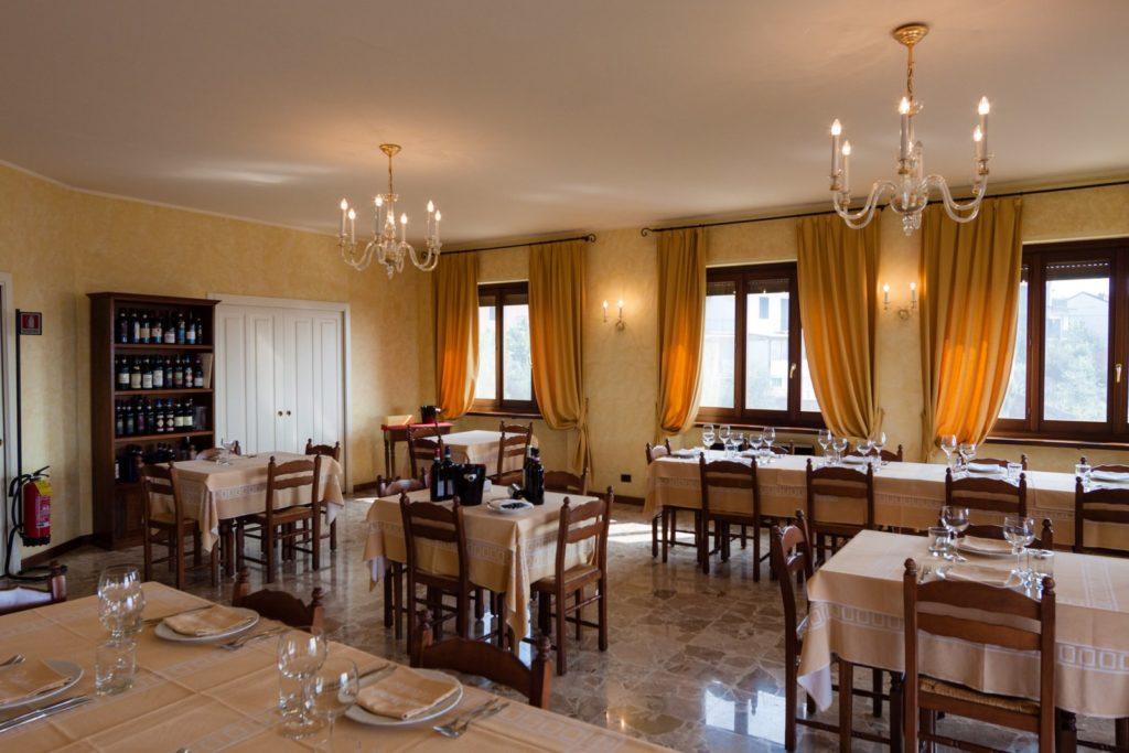La sala del ristorante Belvedere cucina tipica piemontese